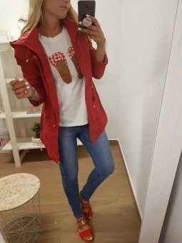 Parca roja capucha y cremallera