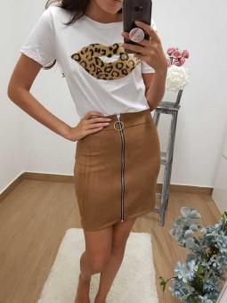 Camiseta labios leopardo // falda ante cremallera camel