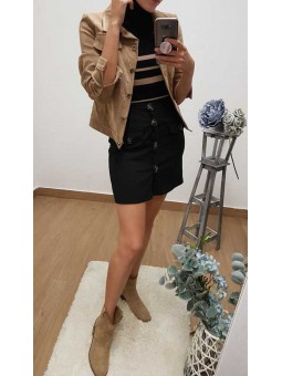 Suéter sin mangas rayas cuello alto // Falda ante negra abotonada