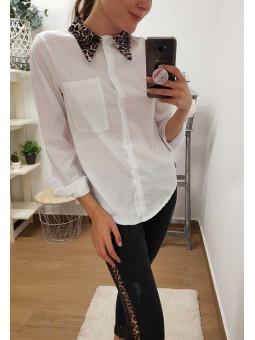 Camisa blanca cuello leopardo
