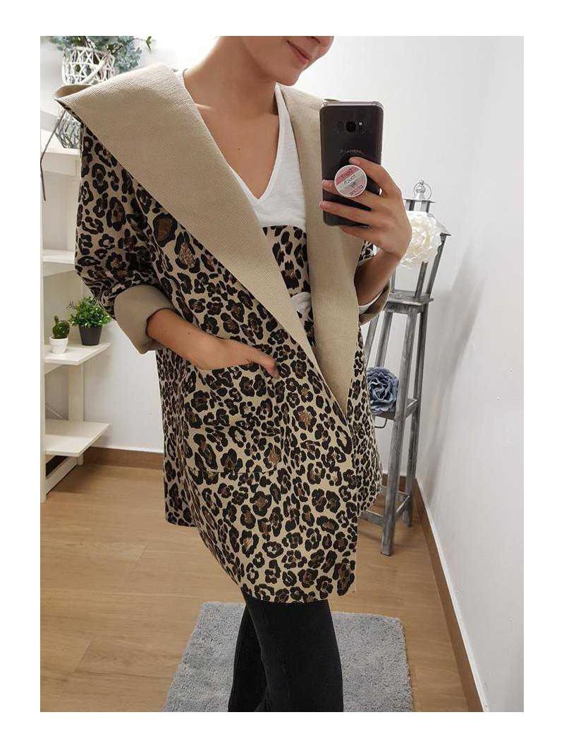 Chaqueta leopardo capucha y bolsillos // Camiseta blanca calavera leopardo