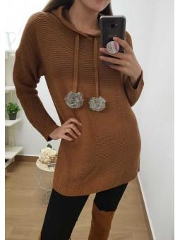 Suéter lana pompones y capucha
