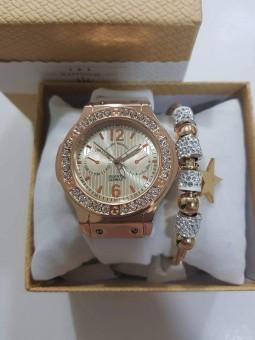 Reloj más pulsera en caja...