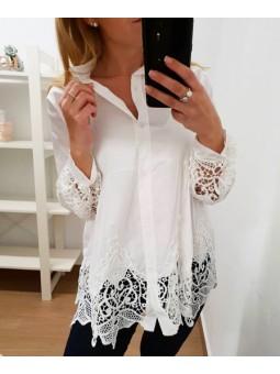 Camisa blanca perforada