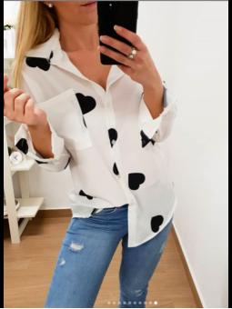 Camisa blanca corazones