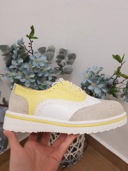 Zapato cordones amarillo...