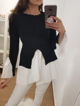 Suéter negro bajo camisa