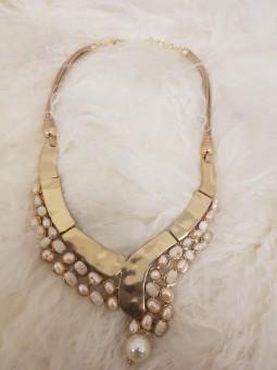 Collar dorado perla central...