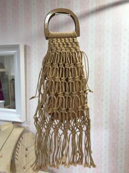 Bolso camel cuerda asa madera