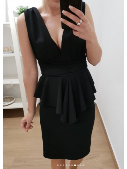 Vestido negro escote...