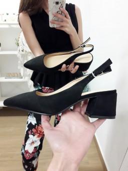Zapatos de salón negros punta
