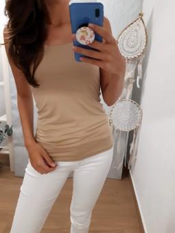 Camiseta básica beige...