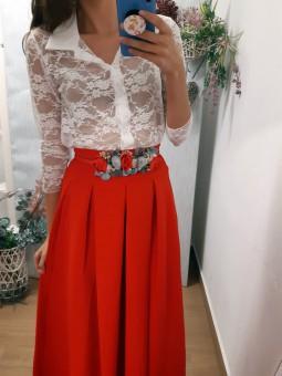 Falda roja de pinzas