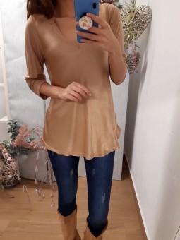 Suéter largo beige efecto raso