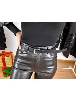 Cinturón negro fino hebilla...