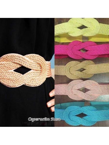 Cinturón cordón dorado y pateado