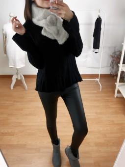 Suéter negro mini nudos...