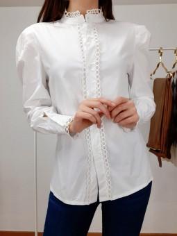 Camisa blanca ribete...