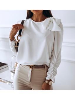 Blusa blanca con lazada Celine