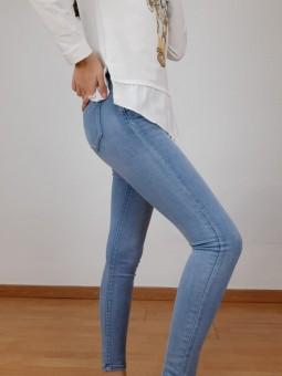 Pantalón vaquero azul claro...