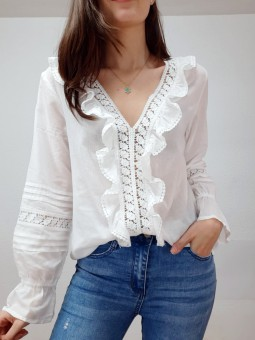 Blusa blanca escote bordado...