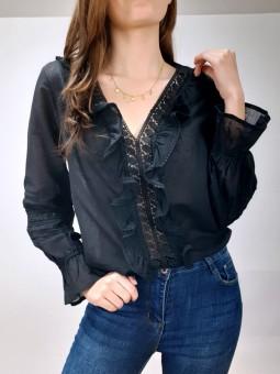 Blusa negra escote bordado...
