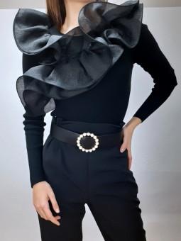 Suéter canalé negro...