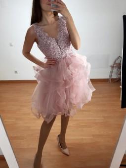 Vestido corto rosa escote...