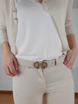 Cinturón beige claro...