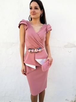 Falda entubada rosa volante...