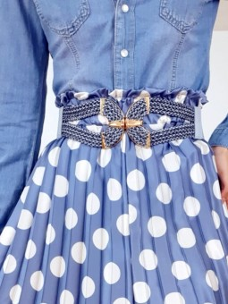Cinturón elástico azul nudo...