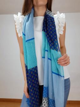 Pañuelo estampado azul...
