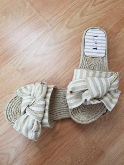 Sandalia goma lazo beige...