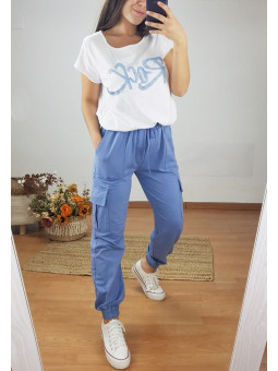 Pantalón azul bolsillos