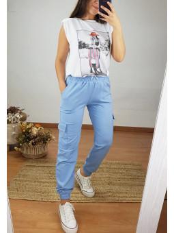 Pantalón azul bolsillos...