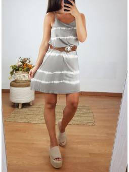 Vestido corto ajustado...