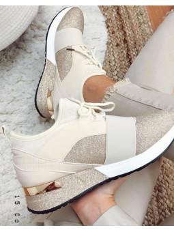 Zapatillas beige y brilli...