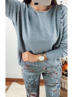 Suéter básico gris bajo...