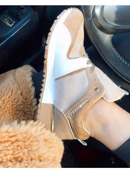 Zapatilla tonos beige...