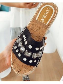 Sandalia negra pedrería...