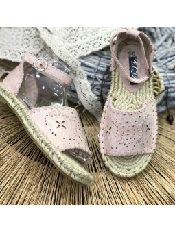 Sandalia rosa perforada...