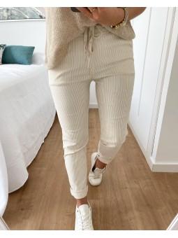 Pantalón beige claro...