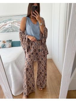 Conjunto kimono y pantalón...