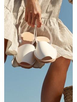 Menorquina blanca plana mujer