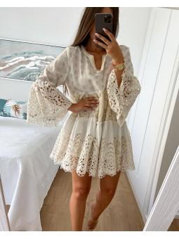 Vestido blanco roto y...