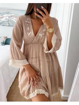Vestido corto beige bordado...