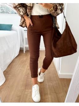 Pantalón tela marrón...