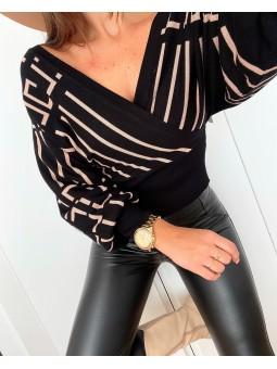 Suéter negro cruzado...