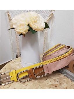 Cinturon hebilla plateada pequeños remaches en los laterales